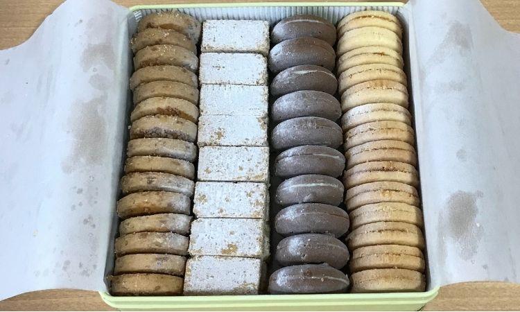 テーベッカライグロースの中身。4種類のクッキーが詰め合わされている