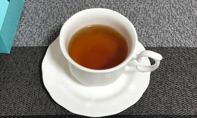 ティーカップに入れられたヒギンスの紅茶『サマー』