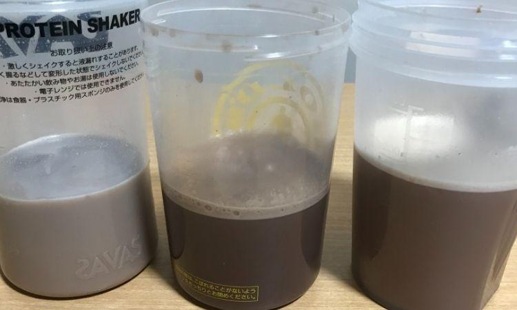 プロテイン3種。プロテイン3種をシェイカーで振った後の状態。左からザバス、FINELAB、GOLDSTANDARD