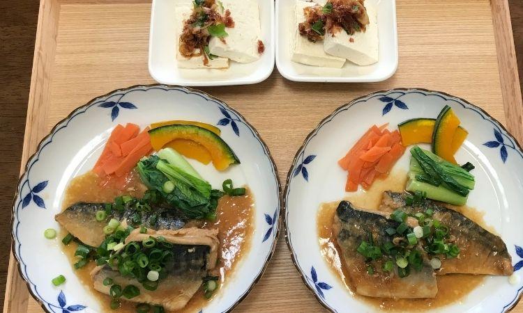 主菜「小ネギ香る、さばのみぞれ煮」副菜「さっぱり豆腐、ねぎかつお醤油で」盛り付け画像